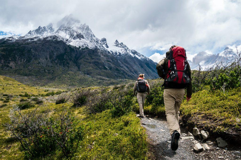préparer randonnée personnes montagne