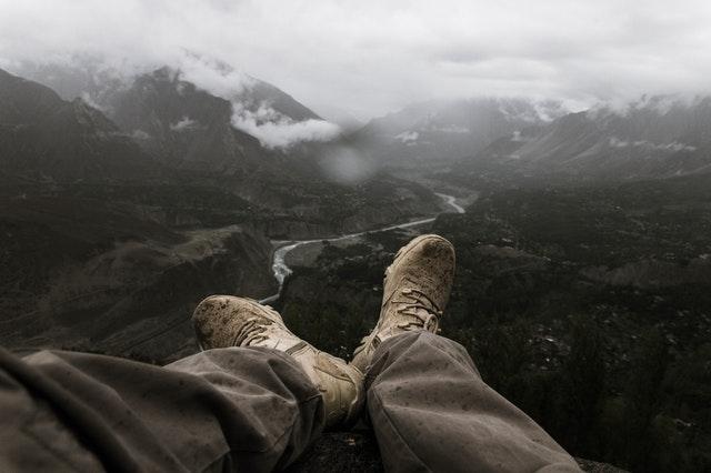 image illustrant des chaussures de randonnée en montagne