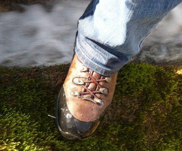 image de chaussures de randonnée imperméables