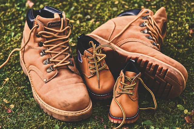 image de chaussures de randonnée pour les enfants et les adultes